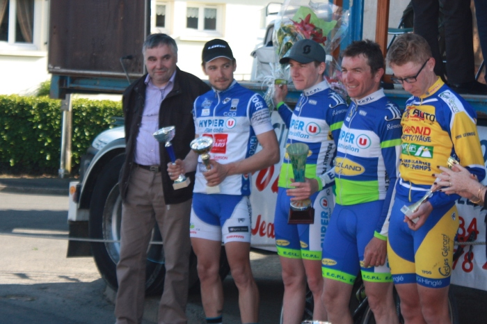 courses_cyclistes_20150412_juniors_3e_pass_protocole_1337_1200