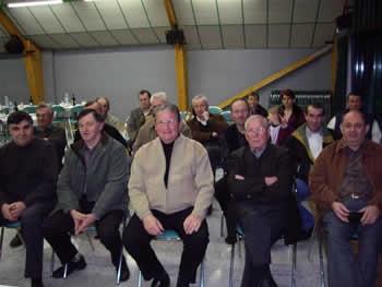 Participants à l'AG en présence de Sébastien Couëpel Maire Conseiller général